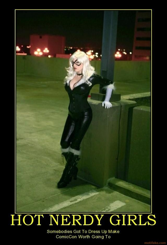 hot-nerdy-girls-sombodies-got-to-dress-up-make-comiccon-worth-going-to-demotivational-poster