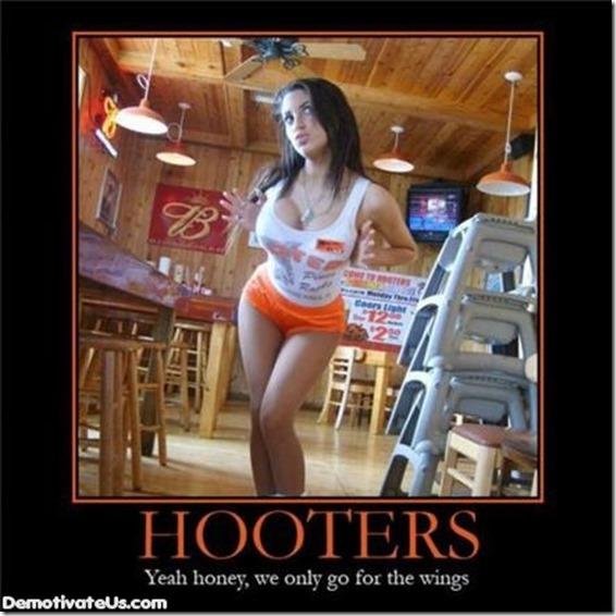 hooters2
